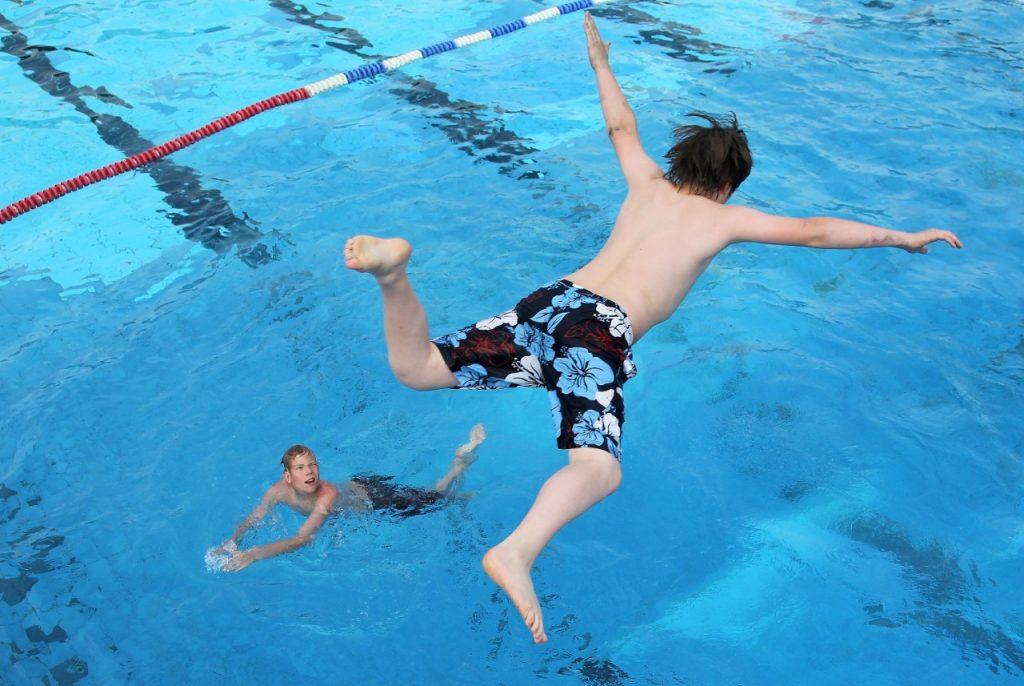Die Talker-Lounge im Schwimmbad